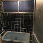 寒く冷たい浴室