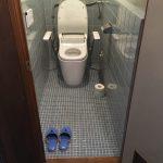 寒く冷たいトイレ