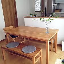 テーブルの椅子