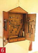 工具箱を魅せる英国人
