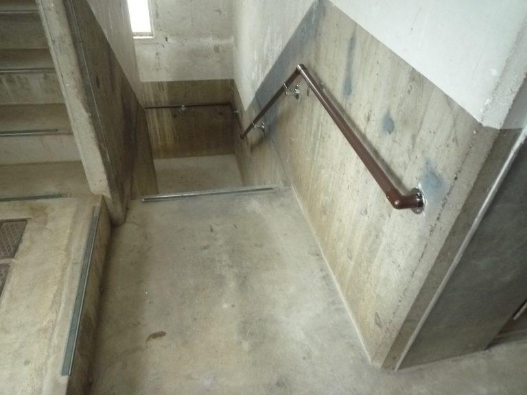 Kハイツ共用階段手摺工事
