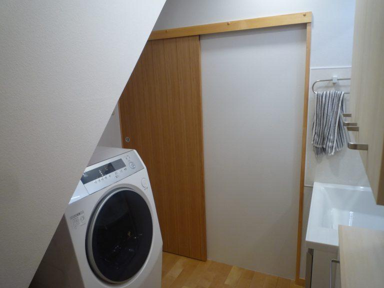 N邸洗面室ドア工事