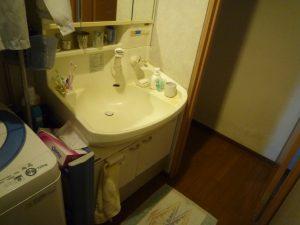 古い洗面化粧台