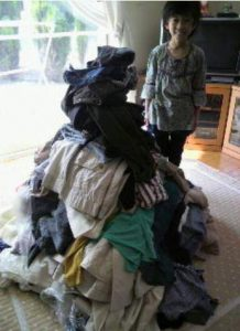 まずは家にあるすべての服を