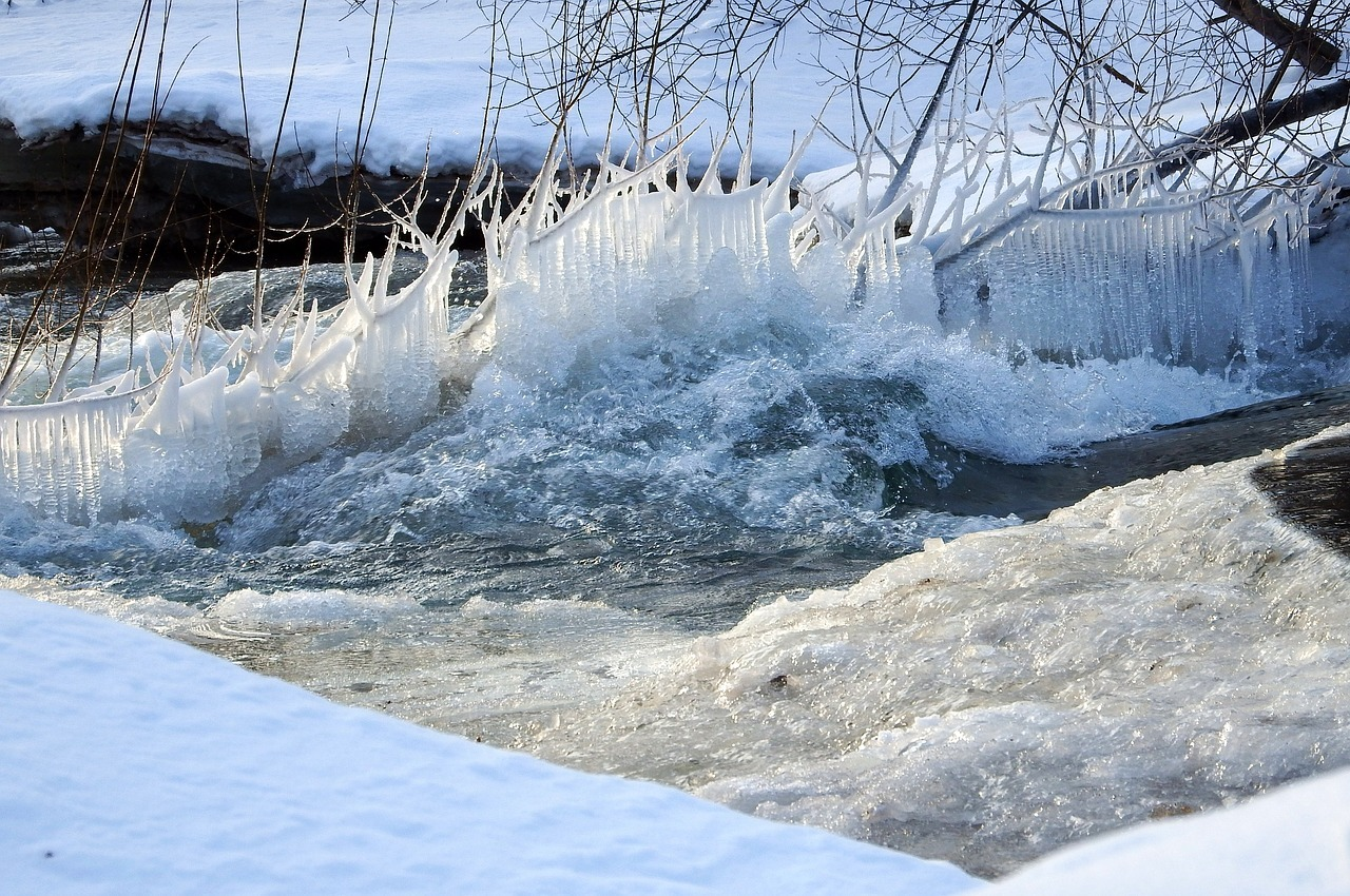 「魚氷に上る」